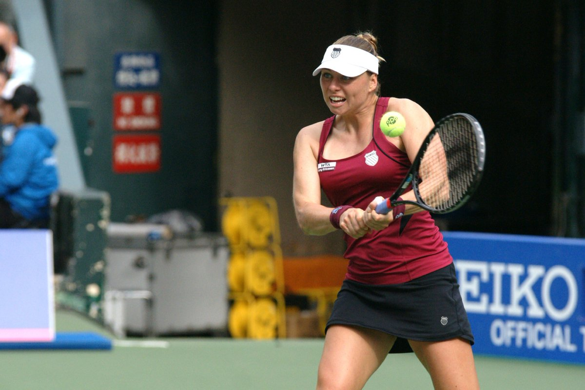 vera zvonareva continues her comeback with win against