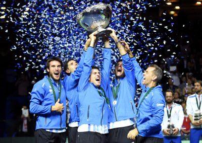 Argentina lifted last year's Davis Cup trophy (Zimbio)