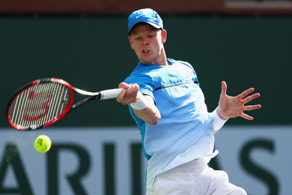 Photograph of Kyle Edmund striking a forehand